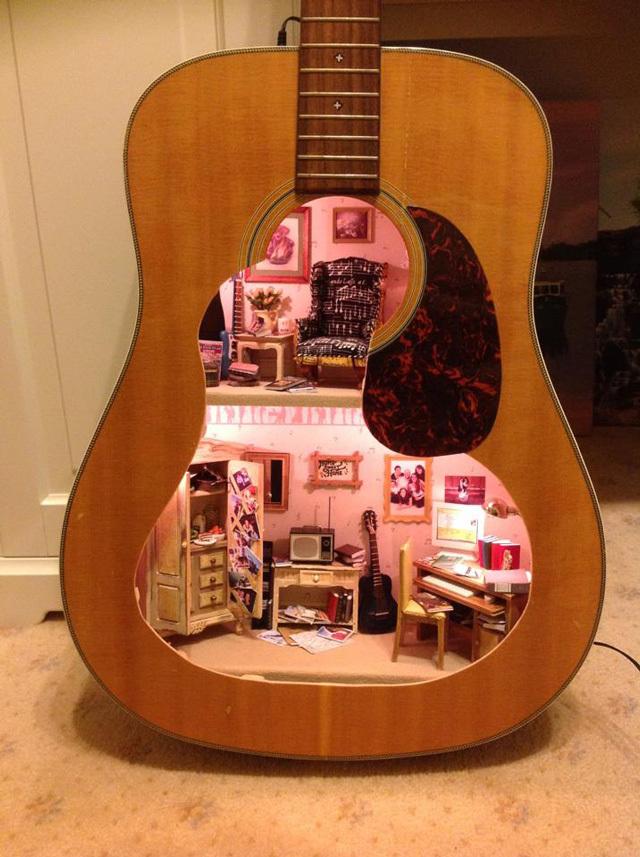 maison de poupée guitare