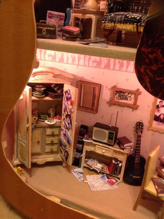 maison de poupée guitare_